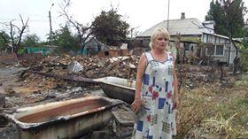 В Дебальцево супруги два дня тушили загоревшиеся после обстрелов соседские дома