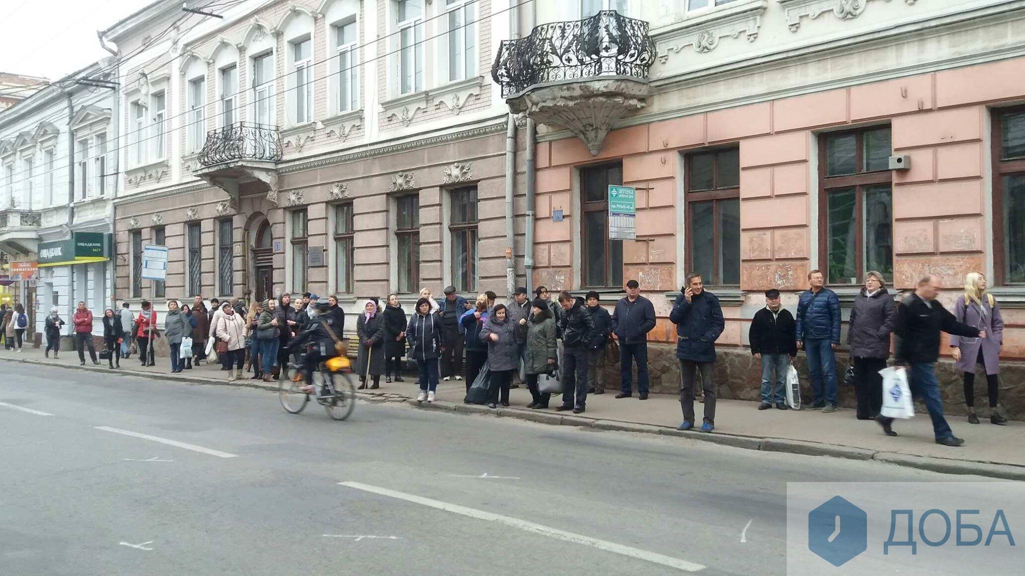 Маршруток нет, троллейбусы битком: появилось видео транспортного коллапса в Тернополе - видео