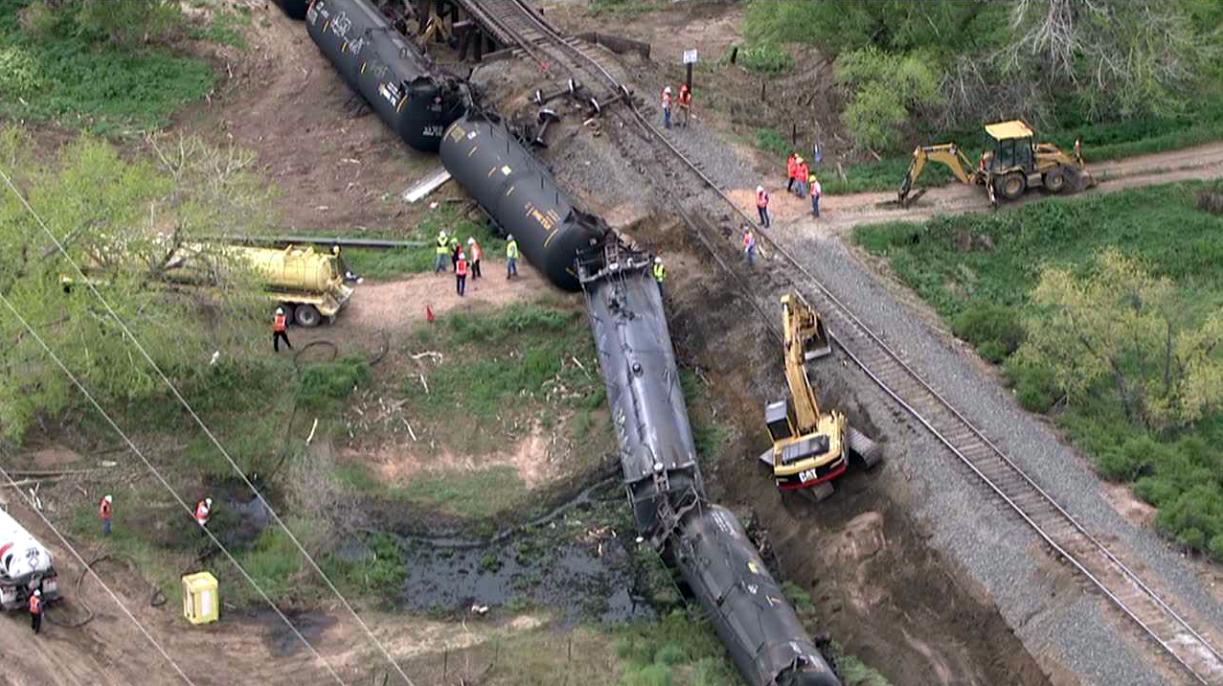 Столица США под угрозой: возле Вашингтона потерпел крушение поезд с химикатами