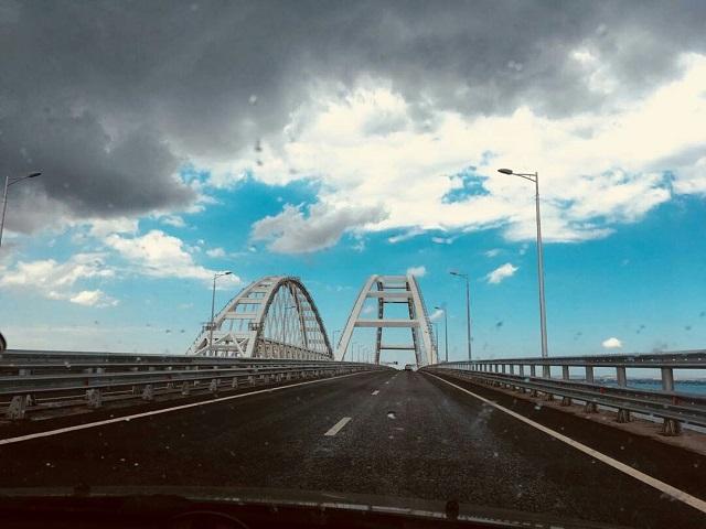 """Даже оккупанты признали, что это правда: очевидцы показали, что происходит на Крымском мосту – кадры """"аншлага"""""""
