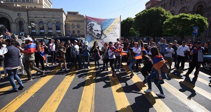 прямой эфир из армении сегодня, ереван, протесты, пашинян, аэропорт, водители, армения, происшествия