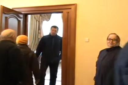 """""""Как вы меня достали"""": губернатор Закарпатья с психами прогнал пенсионеров"""