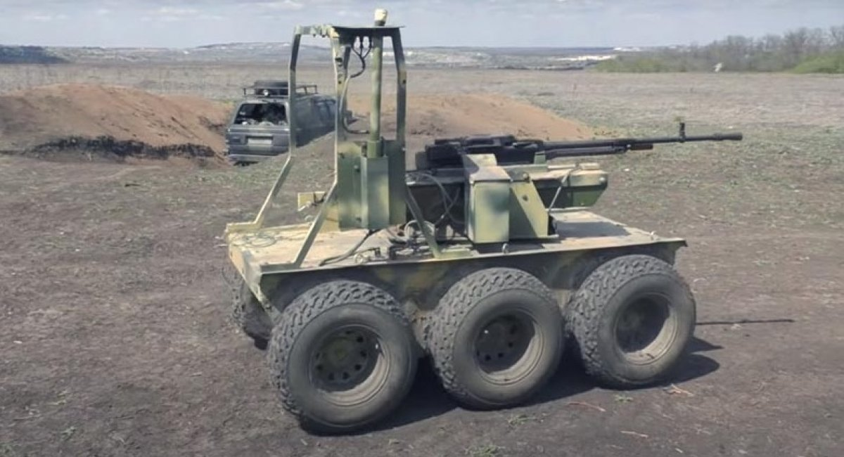 """Видео, как наземный дрон """"Охотник"""" ВСУ наводит страх на армию РФ, подавляя боевые точки врага"""