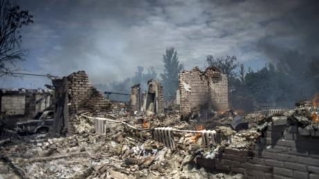"""Жизнь по законам """"ДНР"""": как террористы превратили прекрасный город Донецк в разрушенное войной гетто"""