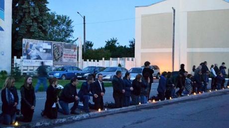 На Львовщине назревает гражданский конфликт: люди возмущены поведением священника Московского патриархата, который захлопнул двери церкви перед гробом с телом погибшего в АТО