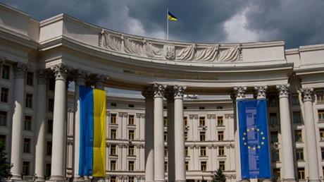 Запрет на выезд из Украины: МИД сделал экстренное заявление по скандалу