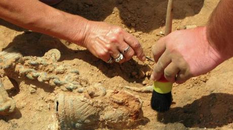 """Археологи обнаружили необычное погребение бронзового века: """"Не встречали ничего подобного"""""""
