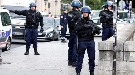 Задержанный в Париже собирался устроить резню - террориста сдал отец