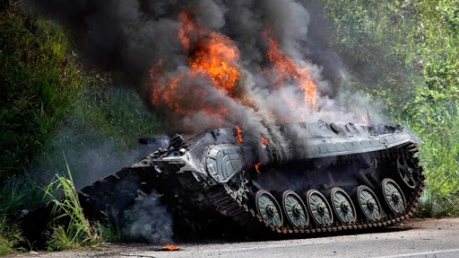 """ВСУ показали, как ПТРК """"Джавелин"""" подрывает бронетехнику условного врага: опубликовано видео"""