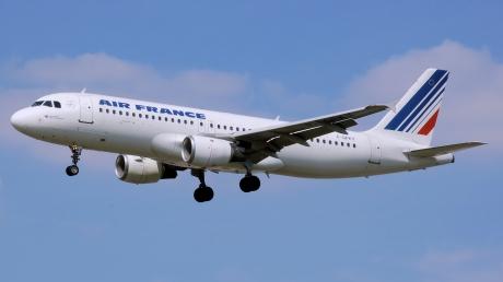 В Екатеринбурге из-за отказа двигателя совершает аварийную посадку самолет Air France