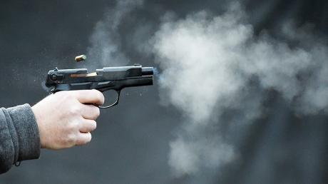 Неизвестный выстрелил в лицо велосипедисту в Киеве и спокойно ушел в соседний подъезд