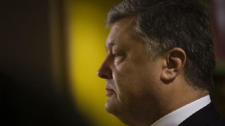 """""""Около 90% украинцев готовы взять оружие в руки и защищать свою страну"""", - мощное обращение Порошенко к агрессору"""