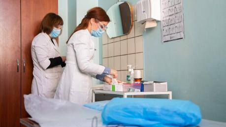 коронавирус, эпидемия, медики, доплаты, медицина, денис шмыгаль, украина