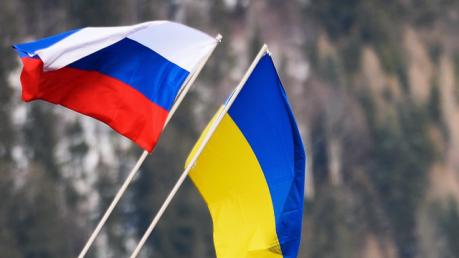 """""""Нам нельзя! Не надо! Уберите!"""" – блогер поведал о россиянках, которые испугались говорить правду о Путине"""