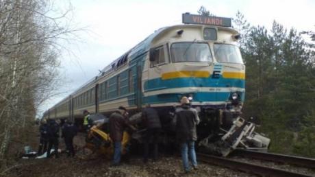 Страшная авария в Калифорнии: поезд столкнулся с грузовиком, десятки людей стали жертвами