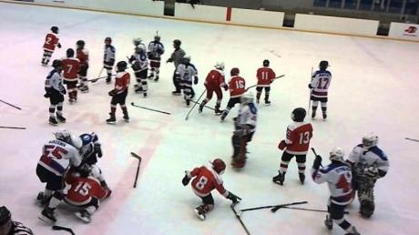 В Казани 8-летние хоккеисты устроили массовую драку после матча