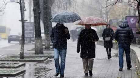 """Погода в Украине на неделю: сильные дожди, снегопады и """"температурные качели""""- подробности"""