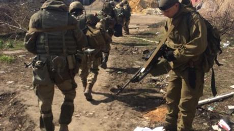 """Воины из крови и металла: в промзоне Авдеевки украинские бойцы уничтожают боевиков """"Сомали"""" один за другим"""