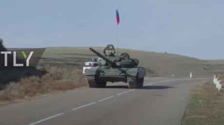 """Миротворцы России приехали в Карабах на танках """"Т-72"""" и """"Градах"""" - ударная техника попала на видео"""