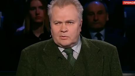 """""""Кто ваши герои?! Гиви и Моторола? На них кровь! Был бы я не старше вас, я сражался бы сейчас в АТО!"""" - российский политолог вызвал приступ бешенства у гостей Соловьева"""