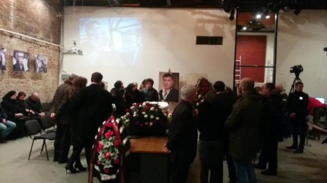 В Москве сотни людей пришли попрощаться с Борисом Немцовым