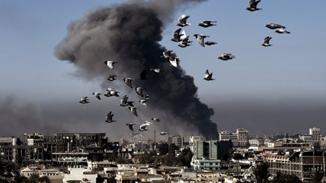 Антитеррористическая коалиция во главе с США нанесла новый сокрушительный удар по колонне войск сирийского диктатора: пострадали 60 человек и много военной техники
