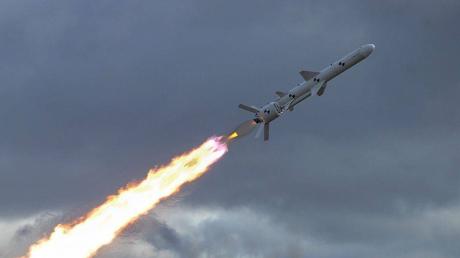 """Комплекс """"Р-360 Нептун"""", """"уничтожитель"""" Крымского моста, поразил сразу две цели: впервые совершен удар одним залпом"""