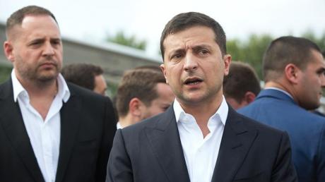 Зеленский объявил выговоры сотрудникам Офиса президента