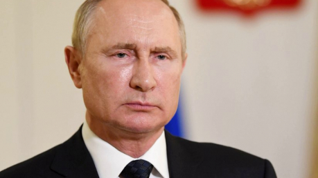 Путин продлил эмбарго против Запада - россияне останутся без пармезана еще на год