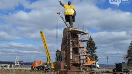 В Запорожье демонтируют самый большой в Украине памятник Ленину. Прямая видеотрансляция