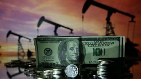 "Доходы бюджета от нефти рухнули до уровня 90-х: СМИ России заговорили о ""коллапсе"""