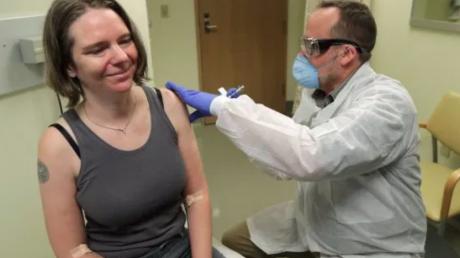 """""""Мир замер в ожидании"""", - в США впервые испытали вакцину Mrna-1273 от коронавируса на человеке"""