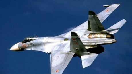 РФ играет на нервах США: истребитель Су-27 совершил опасный маневр возле американского самолета-разведчика над Балтийским морем