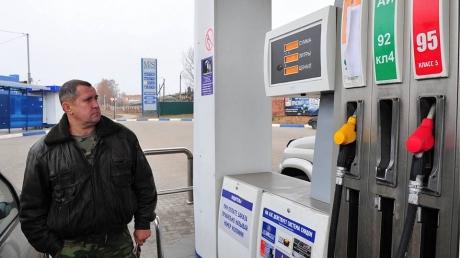 """Оккупационная администрация Донецка объяснила, почему в """"республике"""" снова перебои с бензином"""