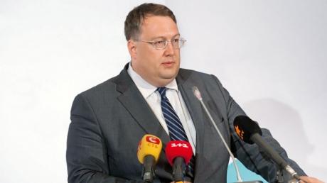 Геращенко: Табачник прилетал в Украину дать показания против чиновников времен Януковича