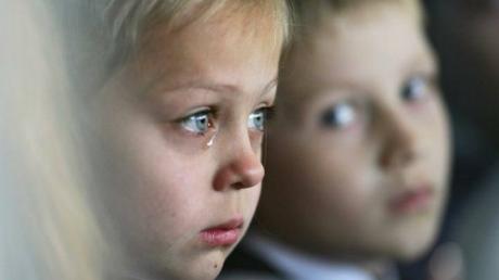 Минсоцполитики: на территории ДНР и ЛНР осталось около 1 тыс. детей-сирот