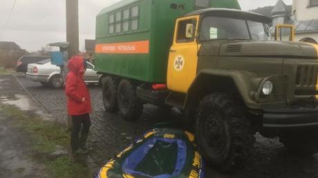 В Закарпатье приступили к эвакуации жителей из зоны стихийного бедствия - кадры