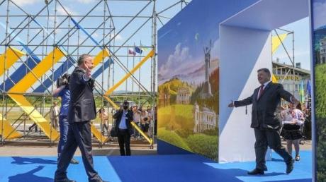Эксперт: из-за того что Польша поставила Киеву неуместный ультиматум, Порошенко нашел нового адвоката Украины в Евросоюзе