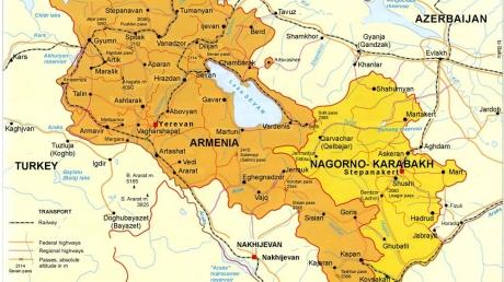 Российские СМИ распространили видеокадры передвижения военной техники в зоне Нагорно-Карабахского конфликта
