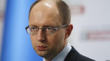 """Яценюк: тот, кто будет против проекта """"Стена"""" получит билет за границу"""