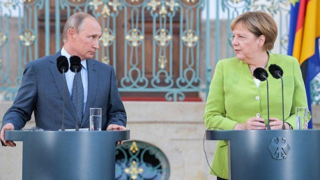 Путин в Берлине попытался шантажировать Меркель: эксперт поделился громкими подробностями