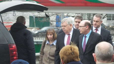На панихиду по Борису Немцову приехал посол США Джон Тефт
