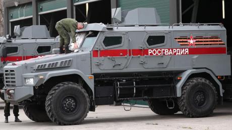 Коронавирус в России: Кремль стягивает Росгвардию, в Москве закрывают кафе, ТЦ и парки