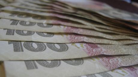 Украинцам разрешили переводить за границу любые суммы: Нацбанк снял ограничения