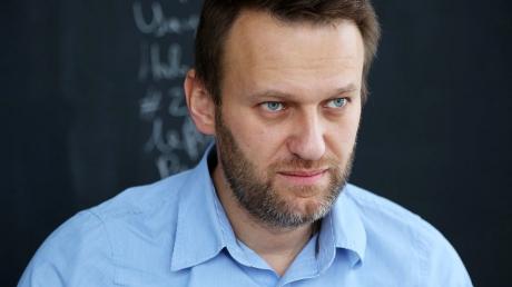 """Антиконституционные действия Кремля: полиция пытается """"повесить"""" на Навального сразу 2 статьи, чтобы оправдать его незаконный арест"""