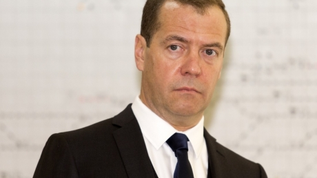 """Медведев нашел """"невнятное"""" объяснение санкциям США"""