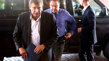 Захарченко и Плотницкий уже в Минске: Лидеры ЛНР и ДНР отправились в зал переговоров