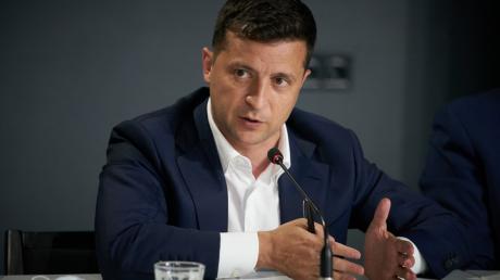 """В """"Слуге народа"""" пояснили, как Зеленский задействован в местных выборах"""