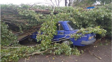 Мощный ураган на Херсонщине привел к разрушениям: опубликованы фото
