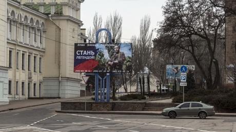 """""""Братские ЛНР и ДНР"""" наконец задумались о собственном """"безвизе"""" – фейковые републики могут снести таможню"""